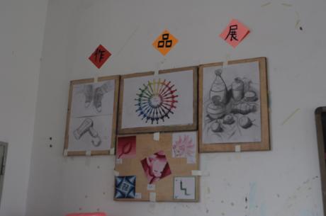(图三)13级室内设计1班的墙报 供稿:计算机教学部 邓维亮