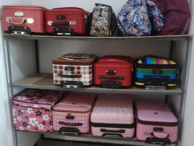 (图一)摆放整齐的行李架