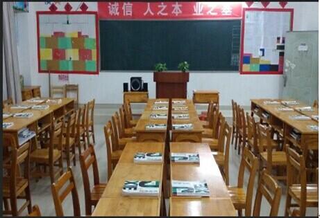 通过课室文化的设计,把班级文化与人文素养有机的结合起来,更好地